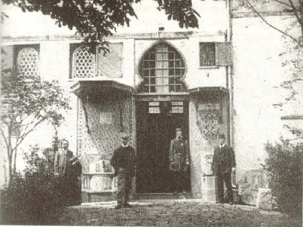 First Animal Hospital: Gurabahane-i Laklakan