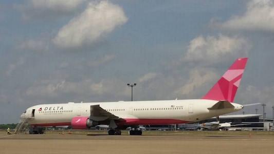 デルタ航空ピンク