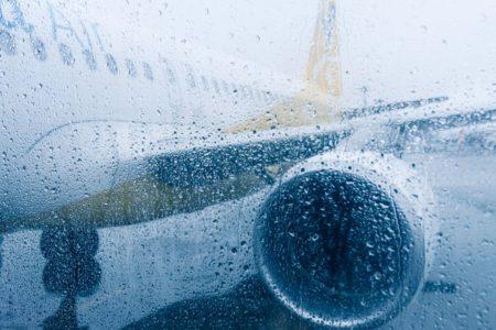 雨の日の飛行機