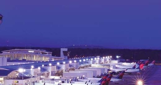 空港夜景デルタ航空