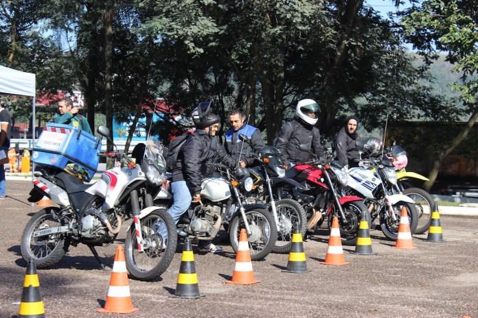 motociclistas-participam-de-ação-em-homenagem-ao-dia-do-motociclista-moto-adventure