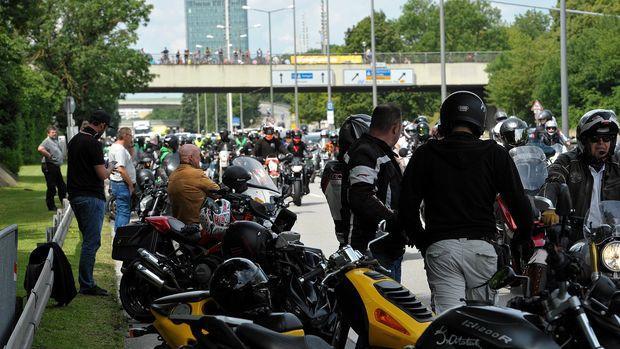 protesto-de-motocilistas-alemanha-moto-adventure