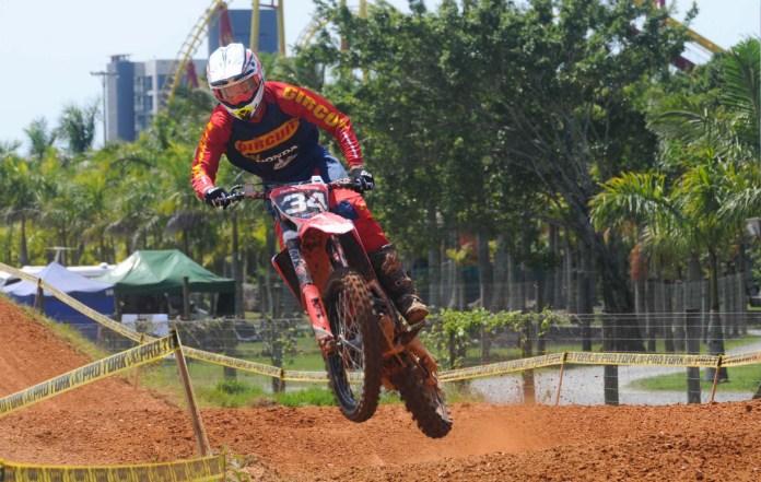 lucas-dunka-honda-racing-brasileiro-de-motocross-moto-adventure