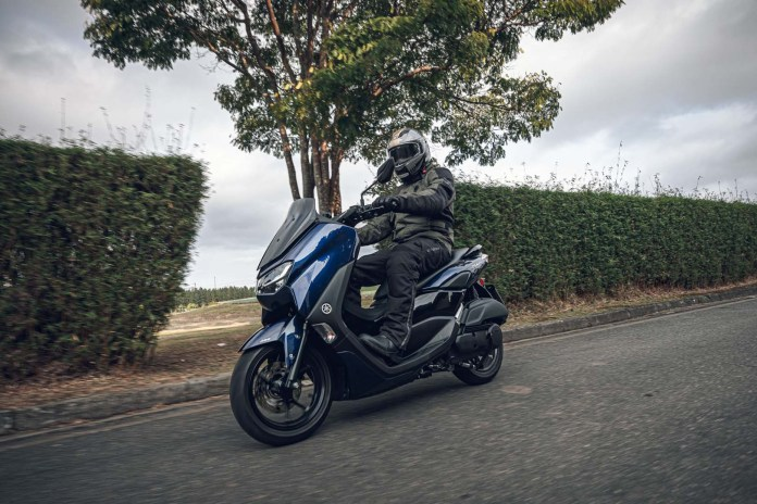 yamaha-nmax-160-abs-2021-moto-adventure-240