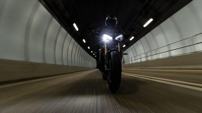 Nova-Triumph-Speed-Triple-1200-RS-pronta-para-sair-do-forno