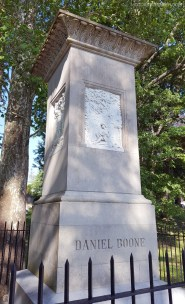 Daniel Boone Headstone MotoADVR
