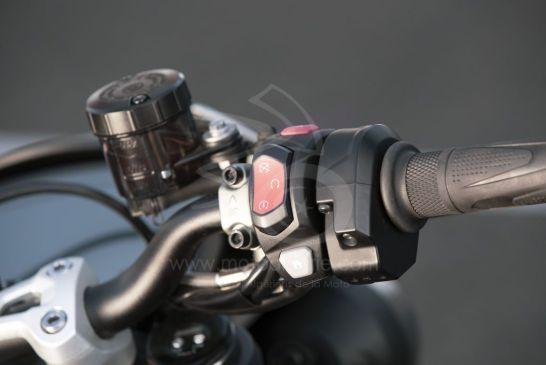 Triumph 2020-New_Street_Triple_RS-Detail_18.2935aa77