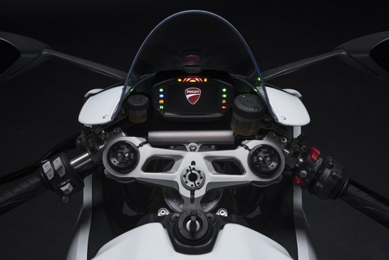 DUCATI_PANIGALE_V2 _White Rosso - Details__UC173826_Low