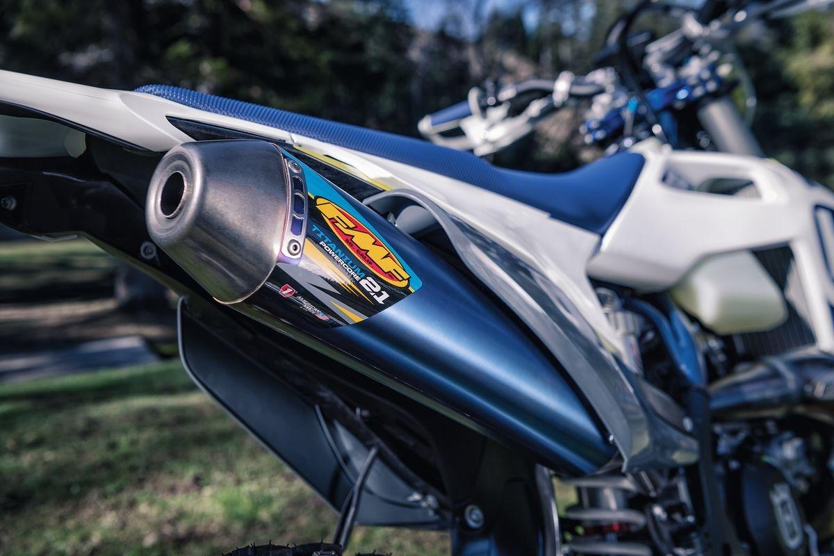 SYSTÈME D'ÉCHAPPEMENT FMF DE HUSQVARNA MOTORCYCLES