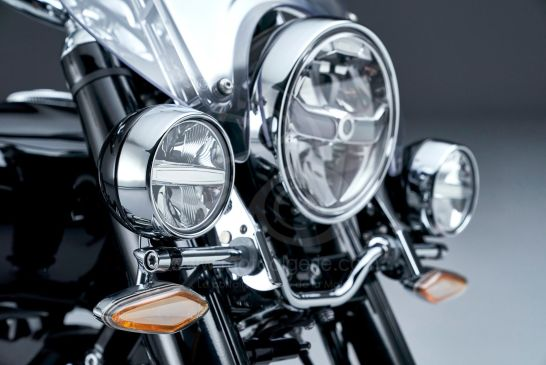 P90401854_lowRes_the-bmw-r-18-classic
