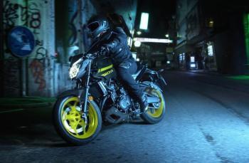 Facelift Yamaha MT03 versi Eropa 2017 ini benar benar monyorrr