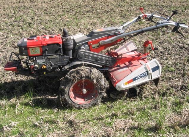 Мотоблок - это компактная универсальная сельскохозяйственная машина с множеством функций
