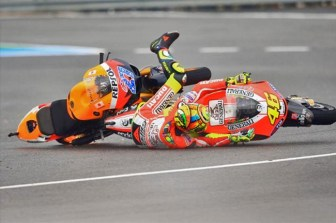 rossi-stoner-crash