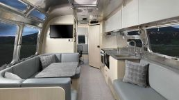 2021Airstream Flying Cloud 30 Office (7)