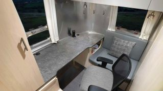 2021Airstream Flying Cloud 30 Office (8)