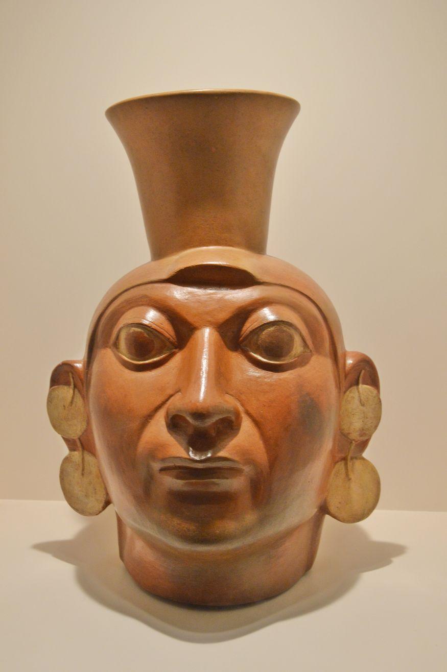 Керамический сосуд с изображением головы индейца Перу
