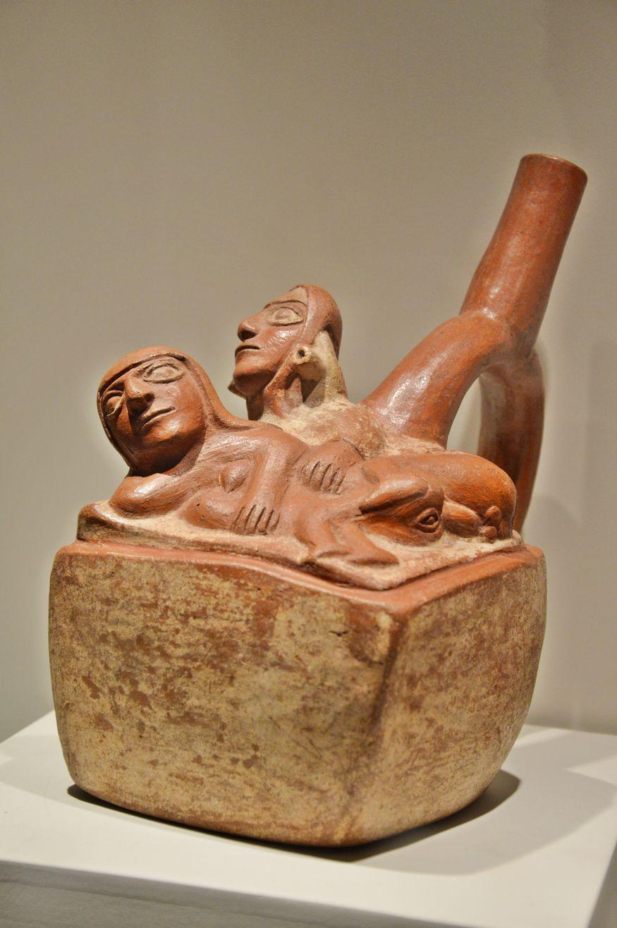 Прямоугольная керамическая ваза - сексуальная сцена
