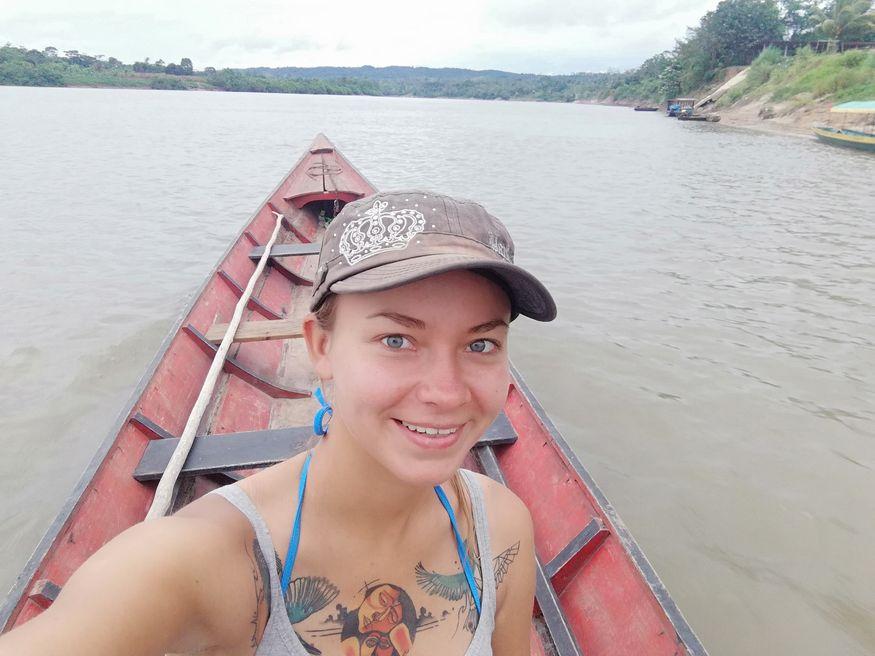 Лодка на реке в Амазонке селфи