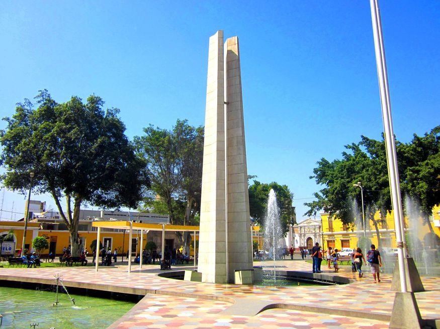 Главная площадь города Ика