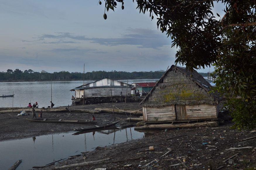 Плавучие дома в деревне Мазан на реке Напо Амазонка