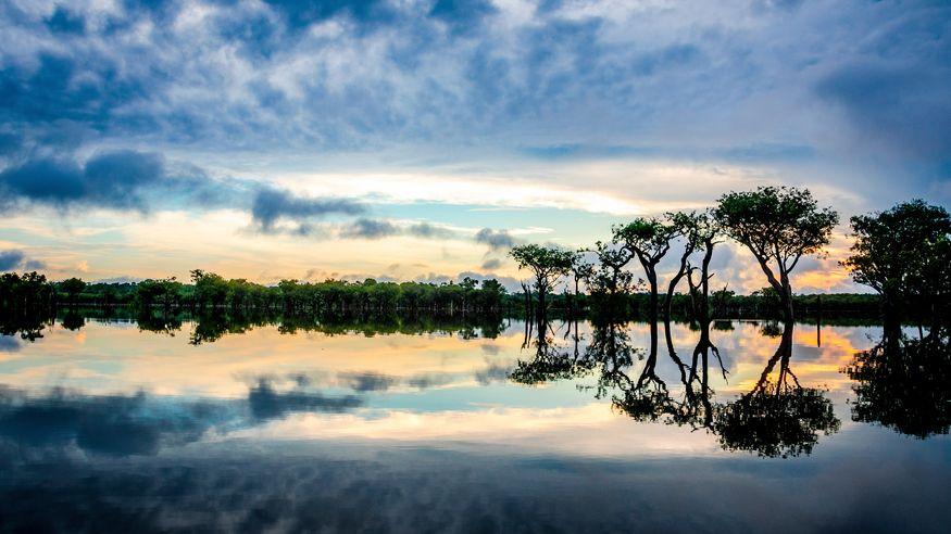 Закат на реке Амазонке