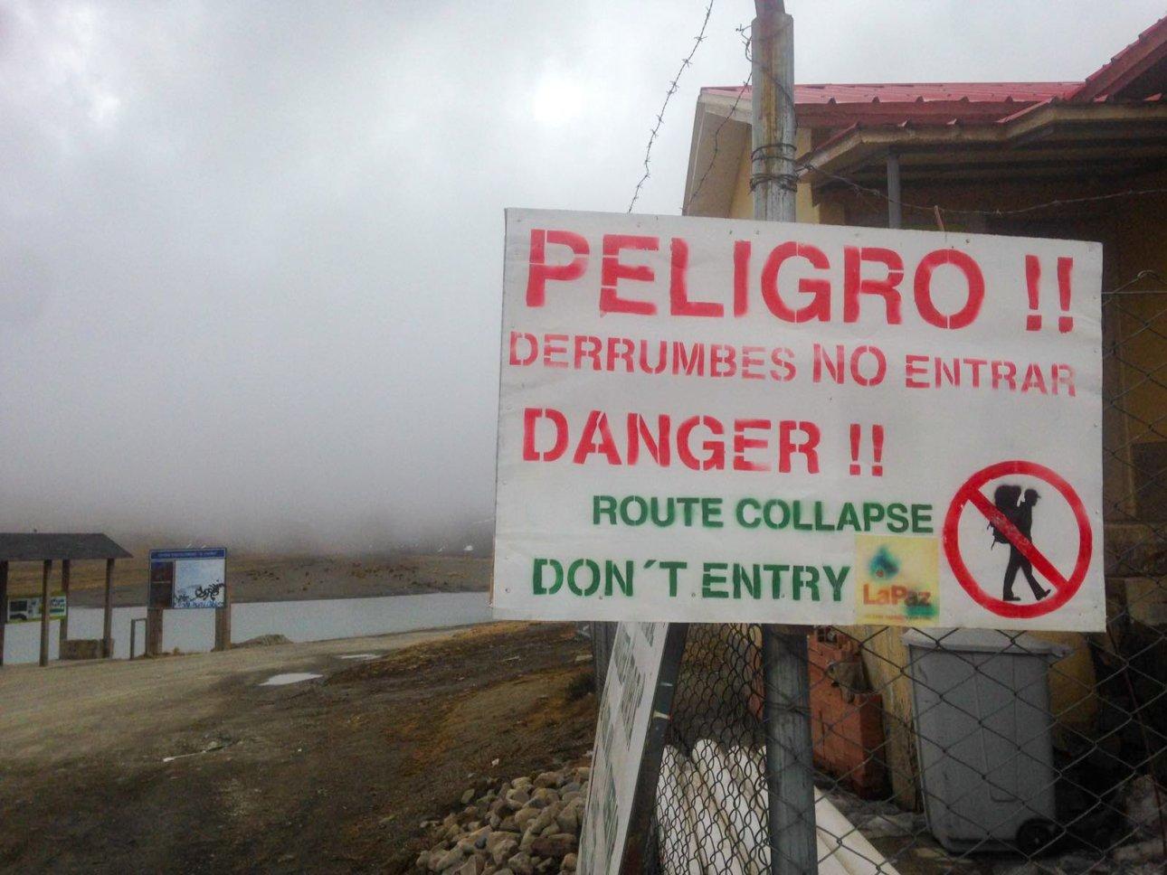 Табличка опасно в горах