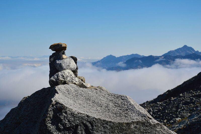 Пирамидки-указатели в горах