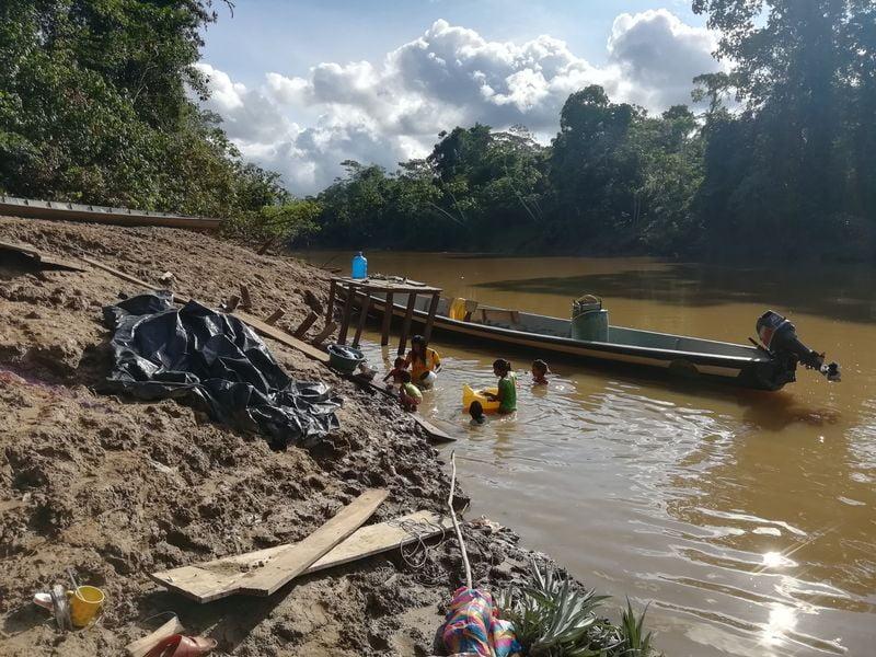 Как моют индейцы в Эквадоре