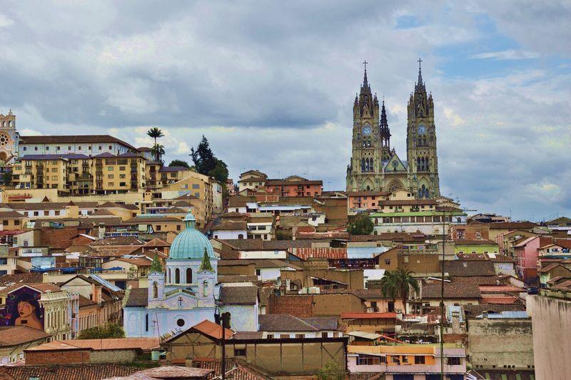 Вид на базилику в центре Кито