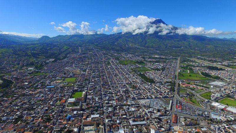Вид сверху на город Ибарра в ЭКвадоре