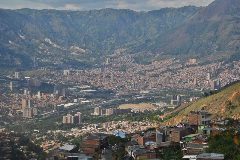 Вид на Медельин со станции Санто Доминго