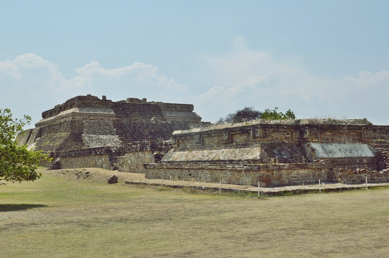Руины города сапотеков