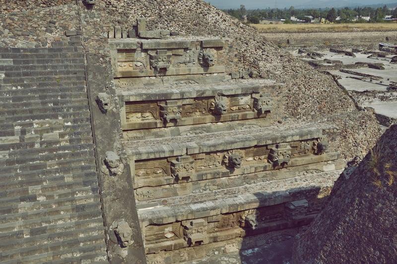 Каменная резьба на пирамидах