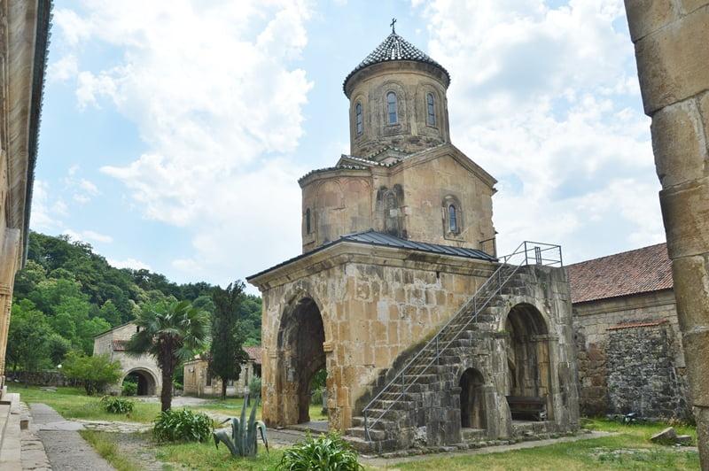 Храм во имя святителя Николая в Гелати
