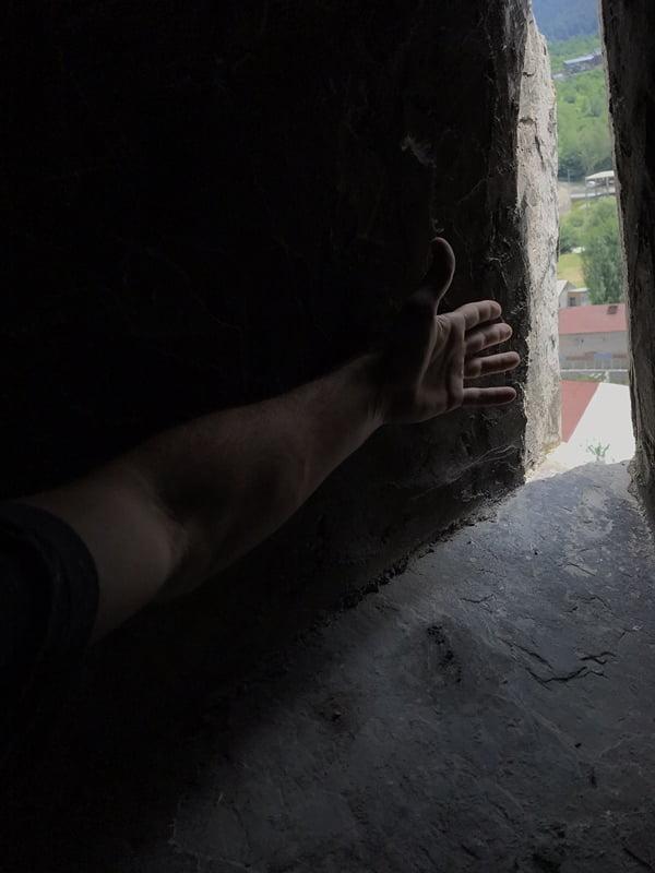 ширина стены сванской башни