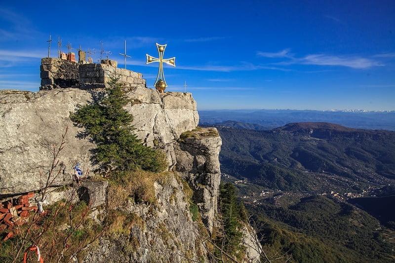Гора девяти крестов