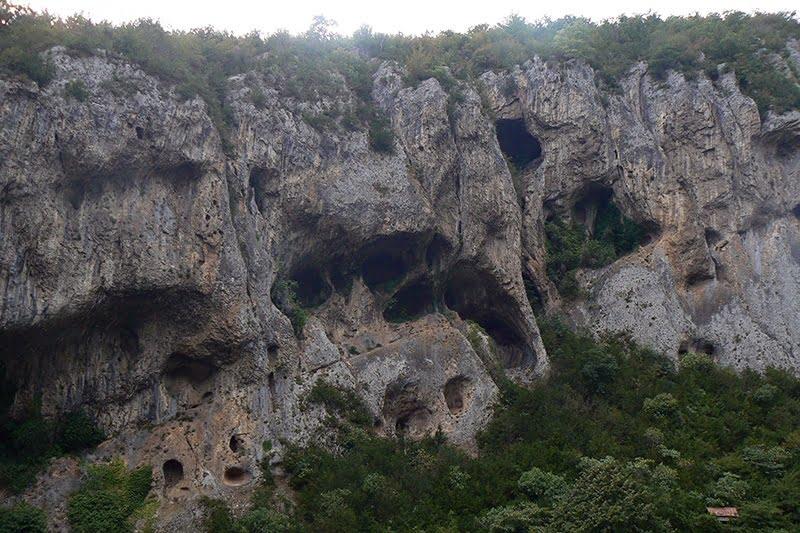 Дзеври пещера