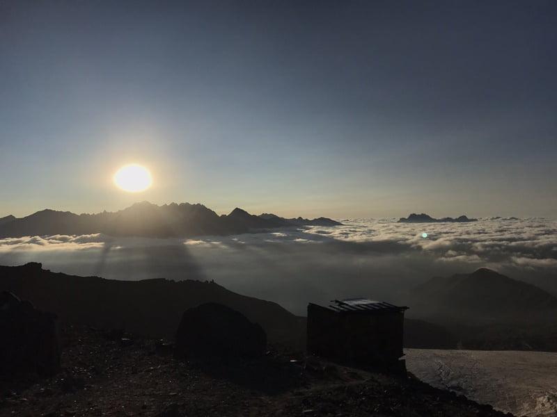 Облака в лучах закатного солнца