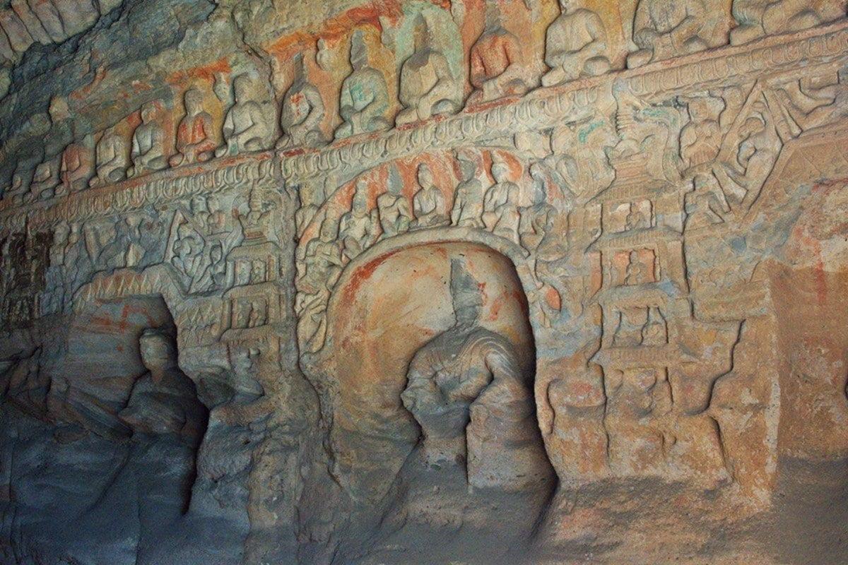 Рельеф в пещерном храме