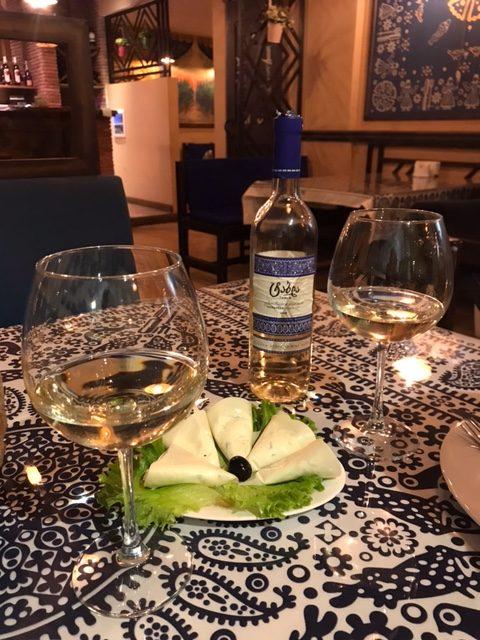 ужин в ресторане с вином