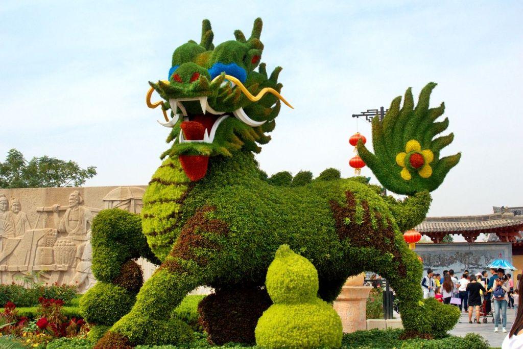 Декоративный куст в форме дракона