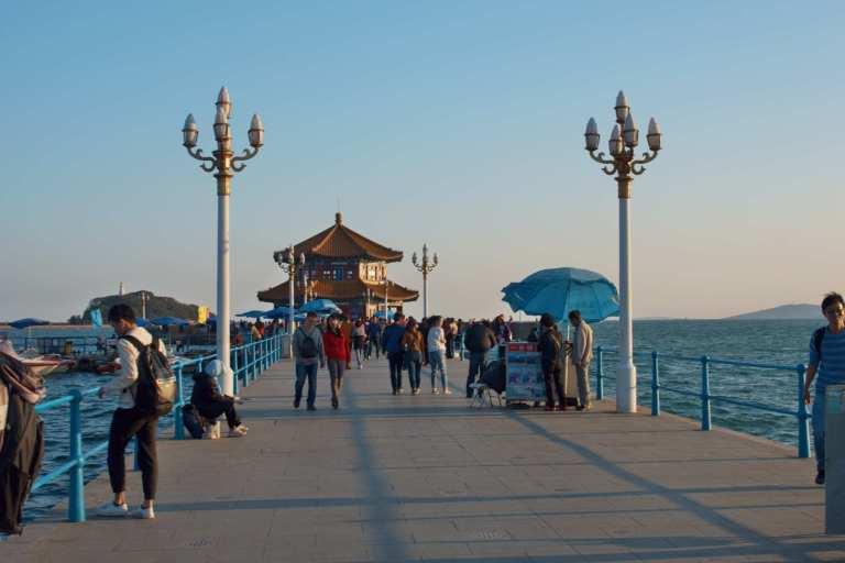 Пирс у моря Китай