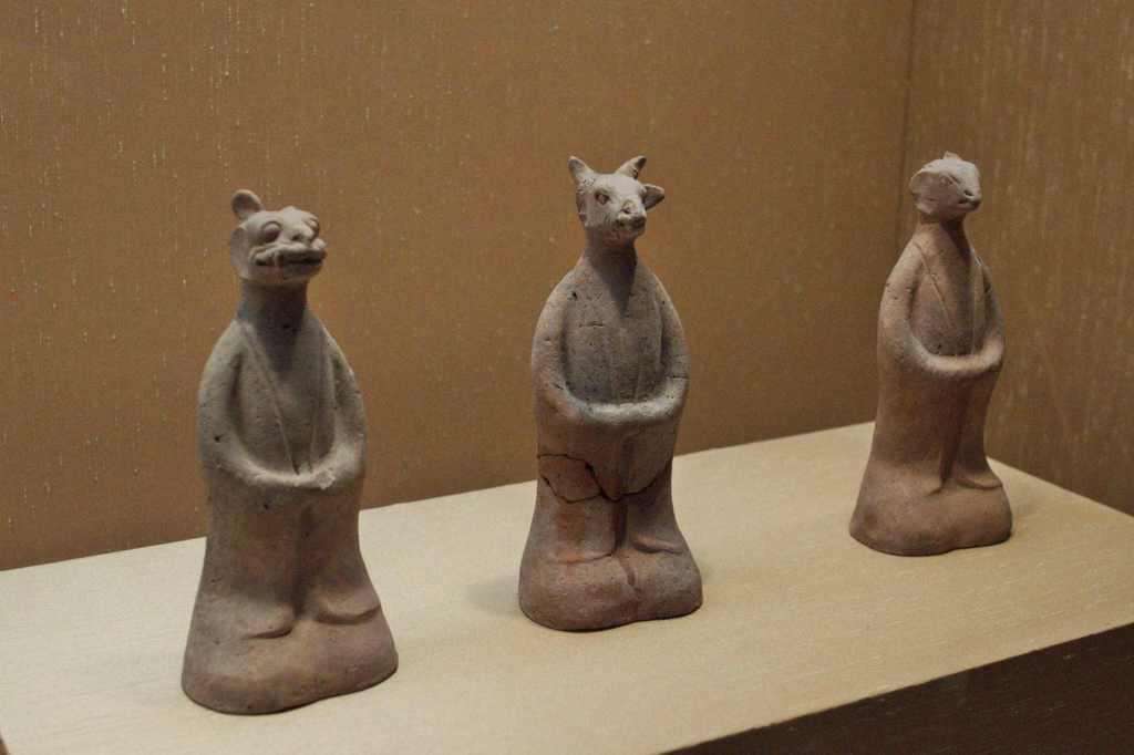 Фигуры из обожженой глины