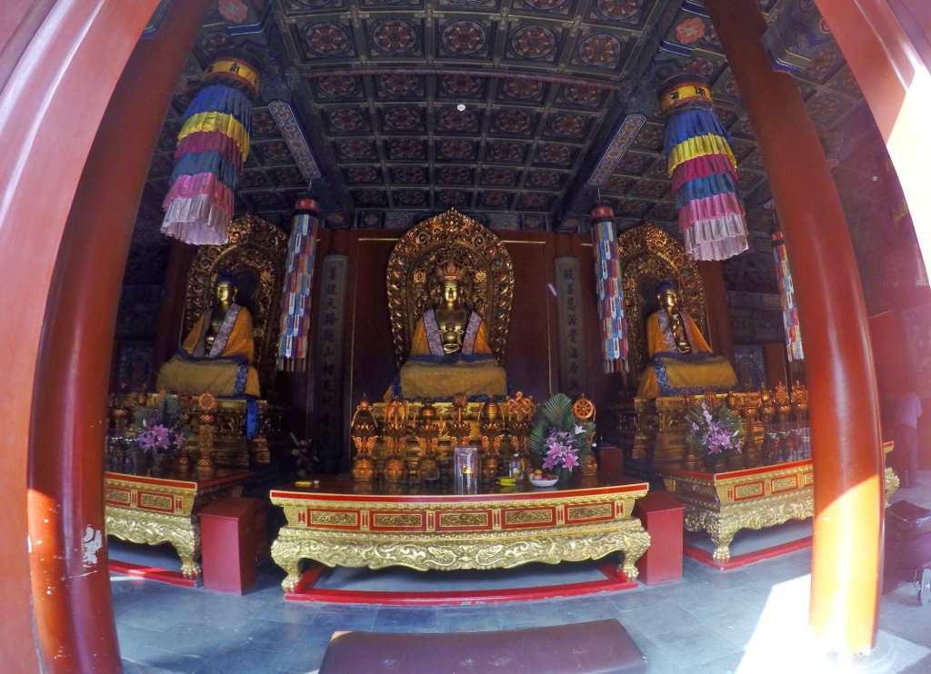 Интерьер храма Юнхэгун