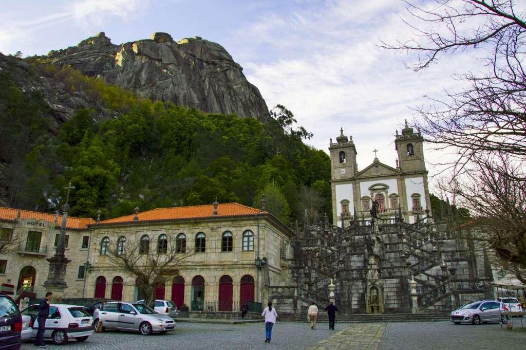 Храм в горах Португалия