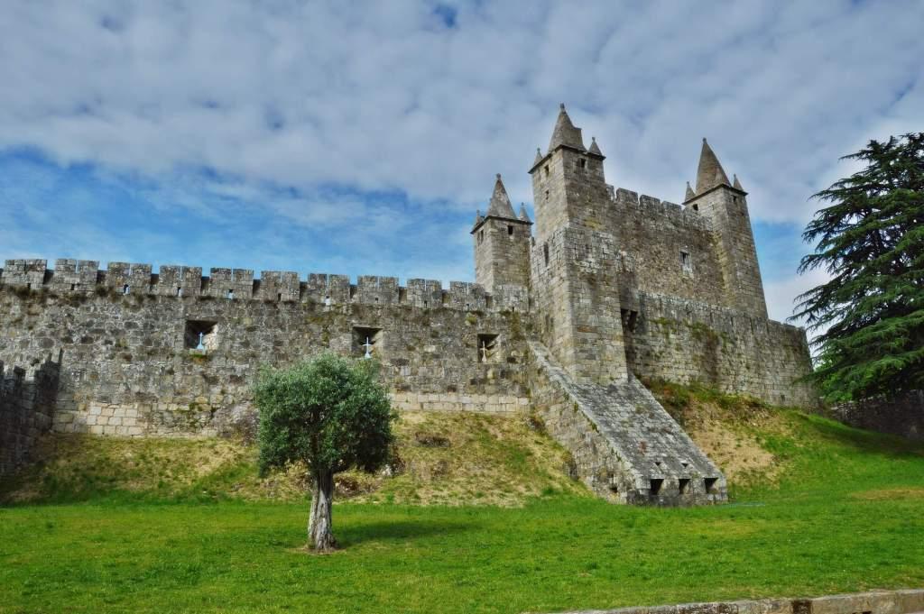 Вид сбору на замок Санта-Мария-да-Фейра