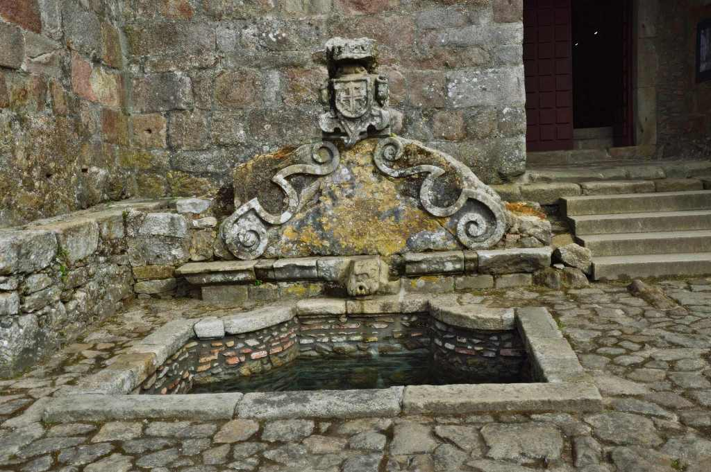 Каменный фонтан