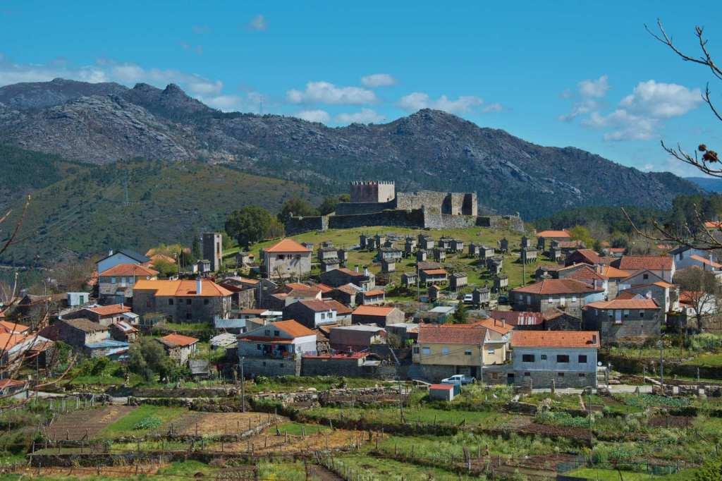 Панорама Линдозу