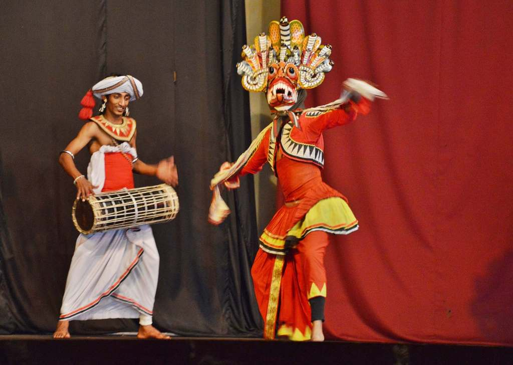 Концерт в городе Канди