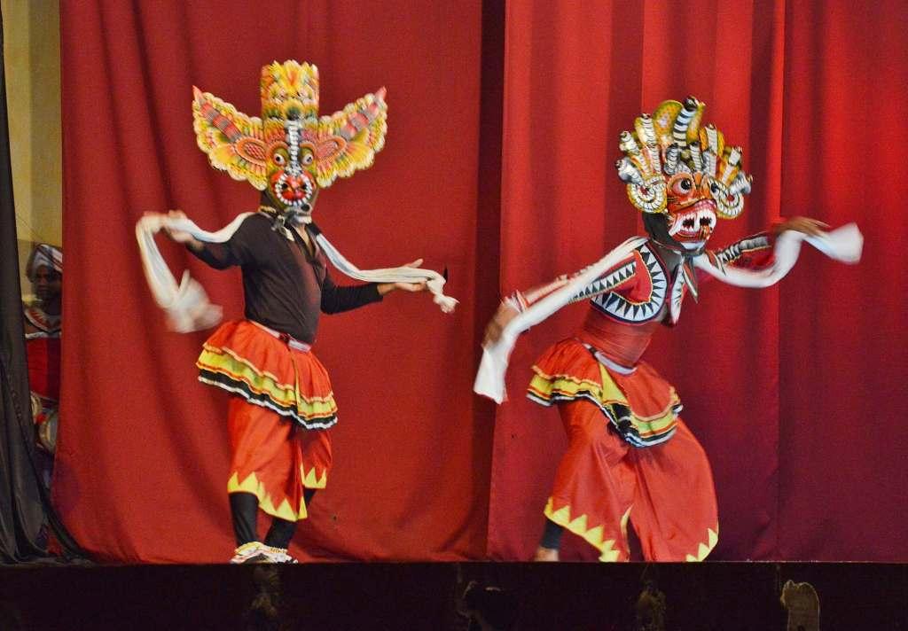 Костюмированное представление в азиатском стиле